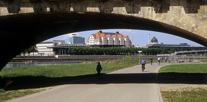 Dresden Neustädter Elbufer: Augustusbrücke Congresscenter Dresden Erlweinspeicher Haus der Presse Sächsischer Landtag