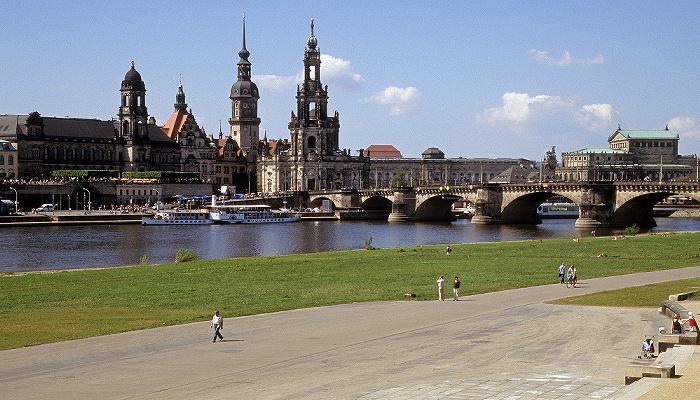 Dresden Innere Altstadt: Brühlsche Terrasse, Sächsisches Ständehaus, Residenzschloss (Hausmannsturm), Katholische Hofkirche Augustusbrücke Neustädter Elbufer Semperoper