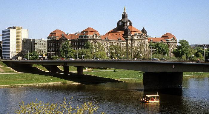 Dresden Carolabrücke, Elbe, Neustädter Elbufer mit Sächsischer Staatskanzlei Sächsische Staatskanzlei