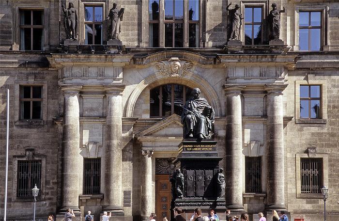 Dresden Innere Altstadt: Schlossplatz mit Denkmal für Friedrich August dem Gerechten Sächsisches Ständehaus