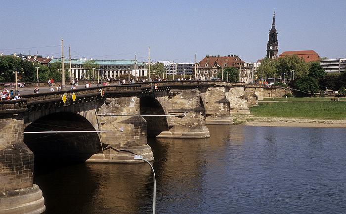 Dresden Elbe mit Augustusbrücke, Innere Neustadt mit Dreikönigskirche und Neustädter Elbufer