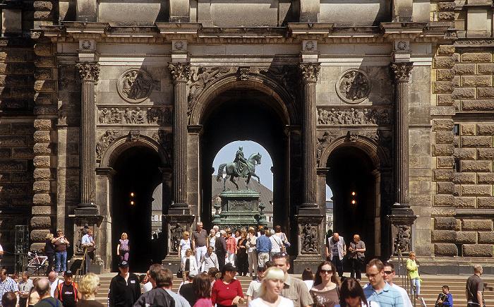 Dresden Innere Altstadt: Zwinger: Sempergalerie Reiterstandbild König Johann I. von Sachsen Theaterplatz