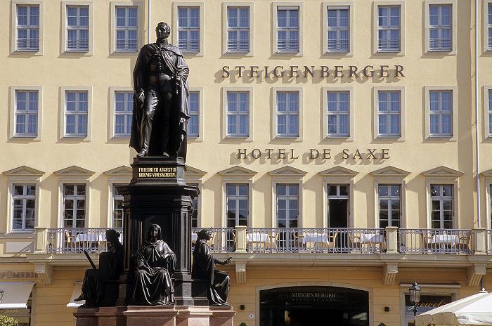 Dresden Innere Altstadt: Neumarkt mit Denkmal für Friedrich August II. Steigenberger Hotel de Saxe