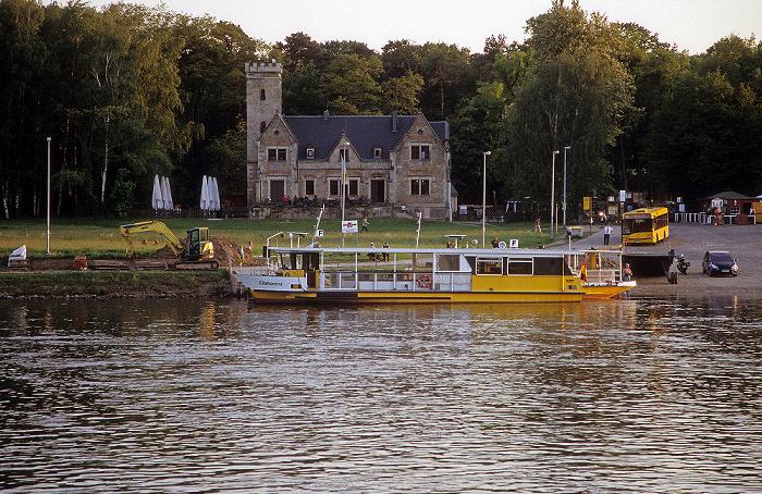 Dresden Elbe: Fähre Pillnitz-Kleinzschachwitz Burg am Kleinzschachwitzer Ufer