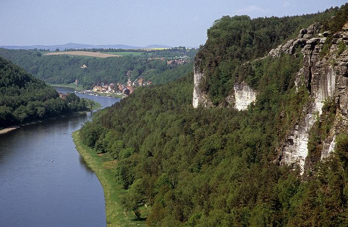 Sächsische Schweiz Blick von der Bastei: Elbe, Elbsandsteingebirge