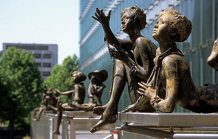 Brüssel Europaviertel: Kunst vor dem Charlemagne-Gebäude