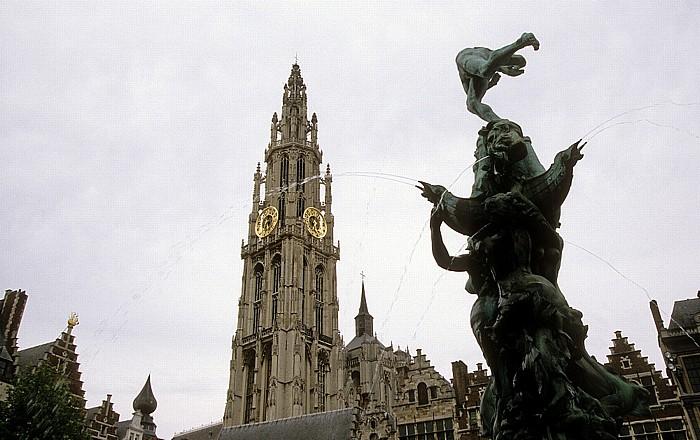 Antwerpen Brabobrunnen auf dem Marktplatz (Grote Markt) Liebfrauenkathedrale