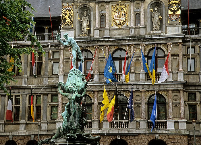Antwerpen Marktplatz (Grote Markt): Brabobrunnen, Rathaus (Stadhuis)