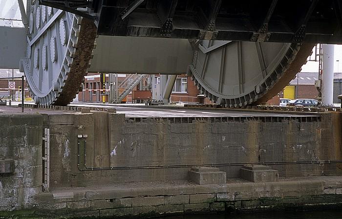 Antwerpen Hafen: Albert Dock: Oosterweelbrug