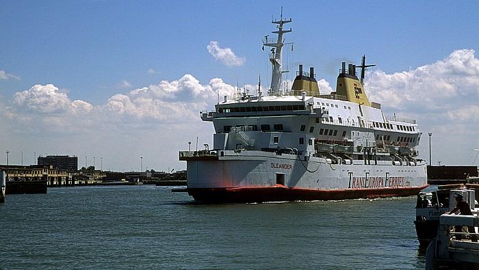 Ostende Hafen: Auslaufende Fähre