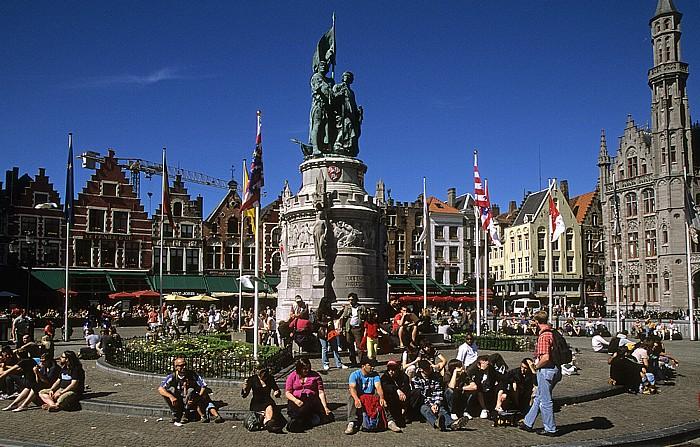 Brügge Marktplatz (Grote Markt): Denkmal für Jan Breydel and Pieter de Coninck Provinciaal Hof
