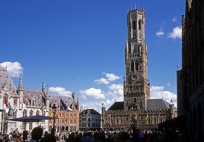 Brügge Marktplatz (Grote Markt): Tuchhalle mit Belfried Denkmal für Jan Breydel and Pieter de Coninck Provinciaal Hof