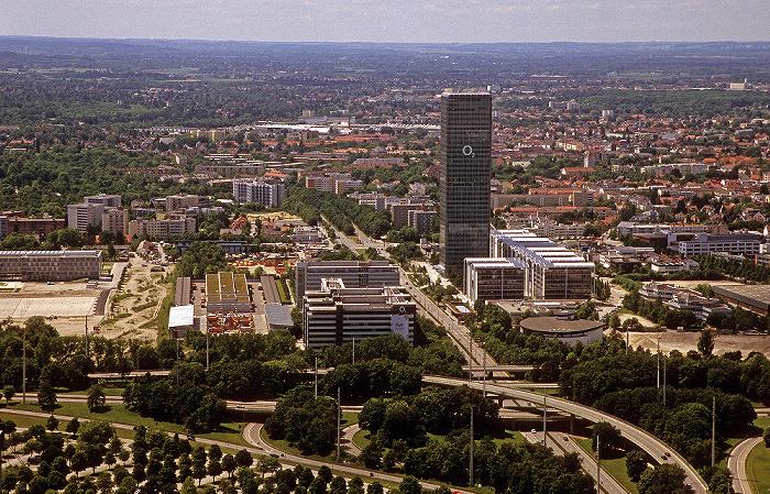 München Blick vom Olympiaturm: O2-Zentrale, Georg-Brauchle-Ring und Uptown Moosach Uptown-Hochhaus