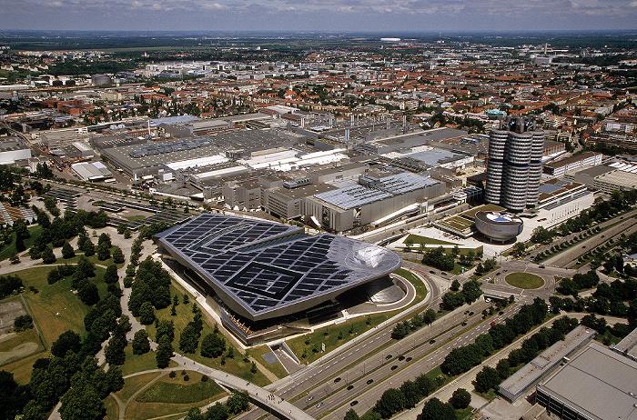 München Blick vom Olympiaturm: Milbertshofen und Schwabing Allianz Arena BMW Welt BMW-Hochhaus BMW-Museum BMW-Werkshallen Georg-Brauchle-Ring Petuelring