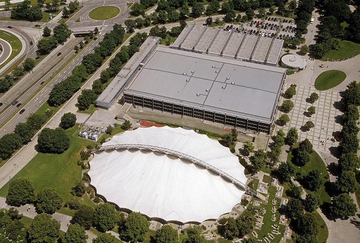 Blick vom Olympiaturm: Olympia-Eissportzentrum und SoccaFive Arena (unten) München 2009