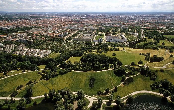 Blick vom Olympiaturm: Olympiapark mit Olympiaberg und Olympiasee München 2009