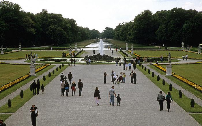Blick vom Schloss Nymphenburg auf den Schlosspark Nymphenburg München