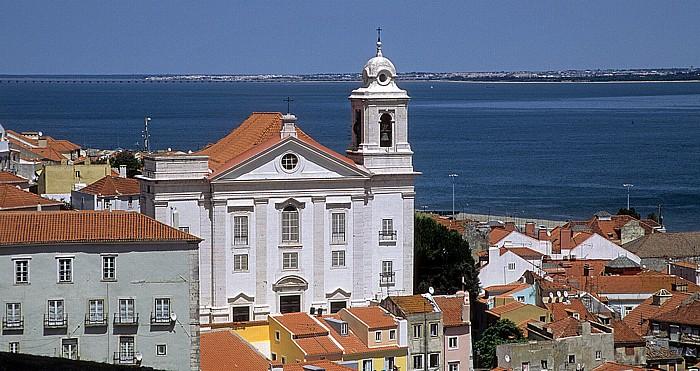 Alfama: Blick vom Miradouro de Santa Luzia: Igreja de Santo Estêvão Lissabon