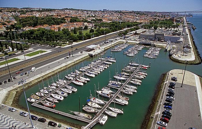 Belém: Blick vom Padrão dos Descobrimentos: Belém Marina Lissabon 2009