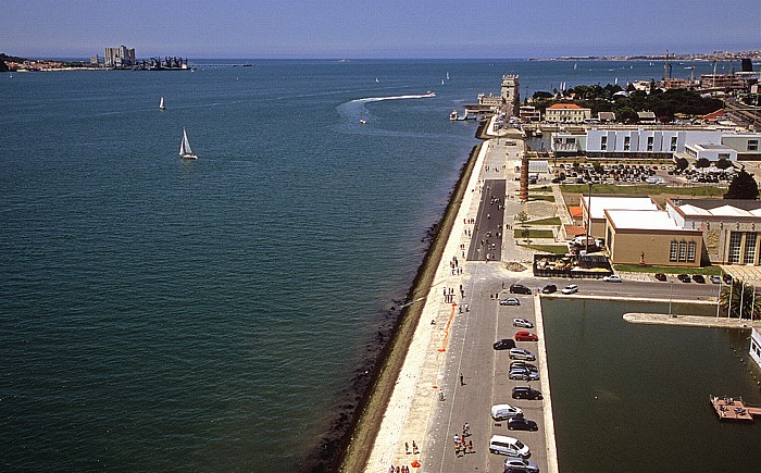 Belém: Blick vom Padrão dos Descobrimentos: Tejomündung in den Atlantik Lissabon 2009