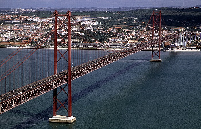 Blick vom Monumento Cristo Rei: Ponte 25 de Abril über den Tejo Lissabon 2009