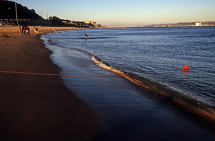 Oeiras Costa de Lisboa: Praia de Santo Amaro, Mündung des Tejo in den Atlantik