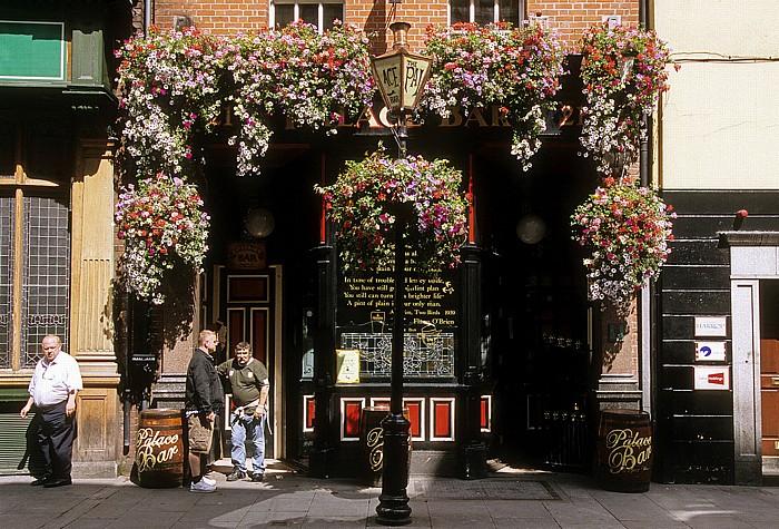 Dublin Fleet Street: The Palace Bar