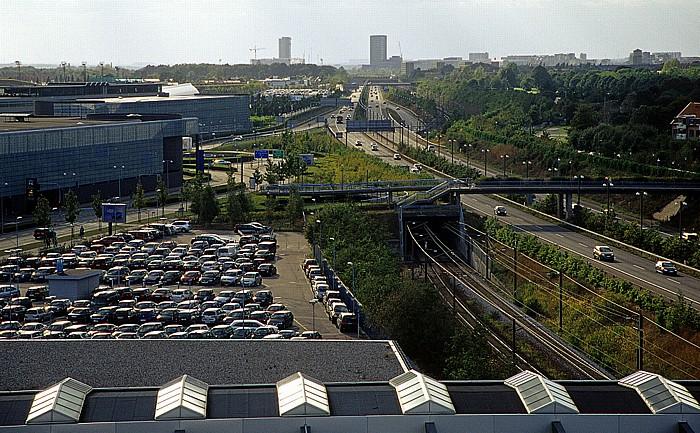 Blick aus dem Hilton Airport Hotel: Autobahn E20 / Bahnlinie Kopenhagen - Malmö Flughafen Kopenhagen