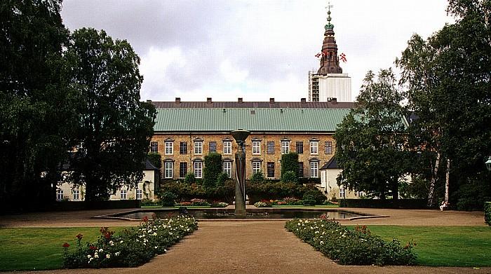 Kopenhagen Slotsholmen: Park der Königlichen Bibliothek (Det Kongelige Biblioteks Have) Schloss Christiansborg