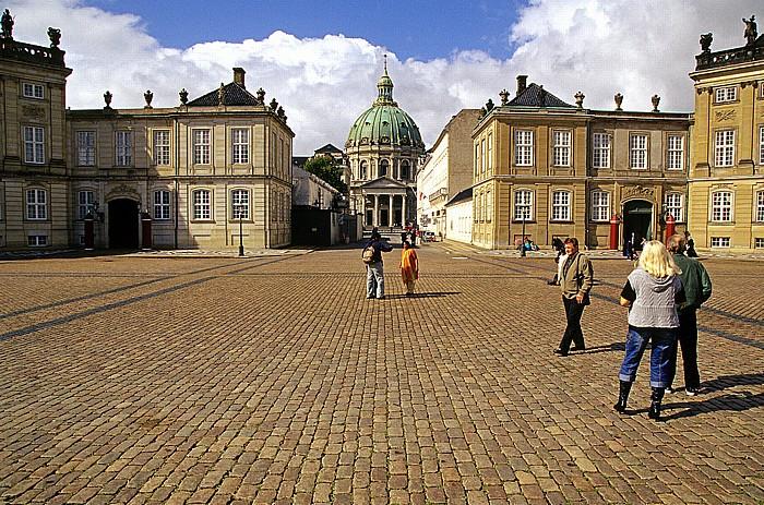 Kopenhagen Schloss Amalienborg (v.l.): Palais Moltke, Palais Levetzau Frederikskirche