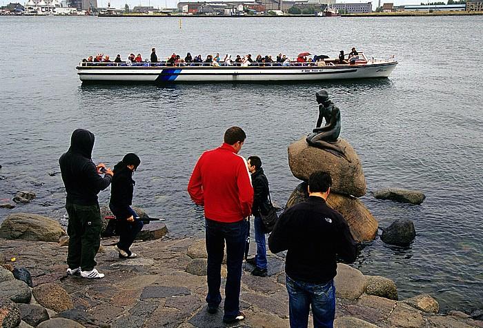 Kopenhagen Kleine Meerjungfrau (Den lille Havfrue): Besucher von Land- und Wasserseite