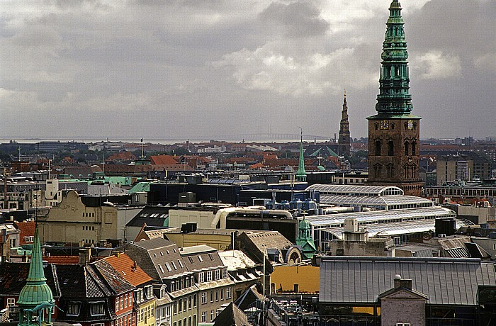 Kopenhagen Blick vom Runden Turm (Rundetårn) Erlöserkirche Nikolaikirche Öresundbrücke Runder Turm