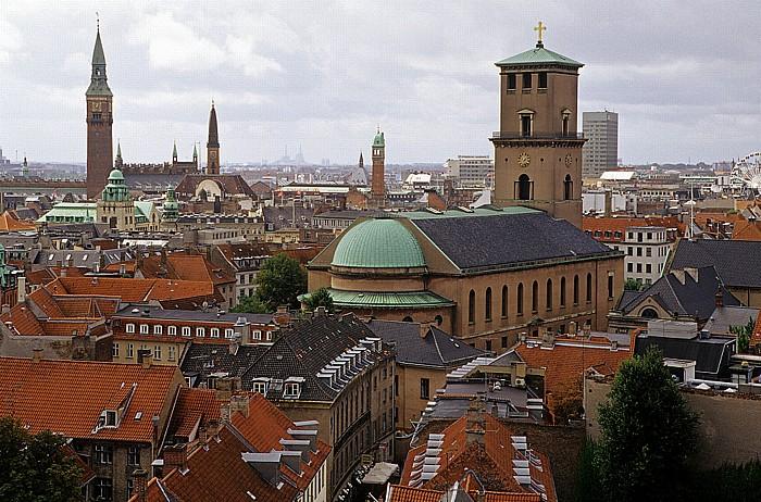 Kopenhagen Blick vom Runden Turm (Rundetårn): Frauenkirche (Vor Frue Kirke) Rathaus Runder Turm Wheel of Copenhagen