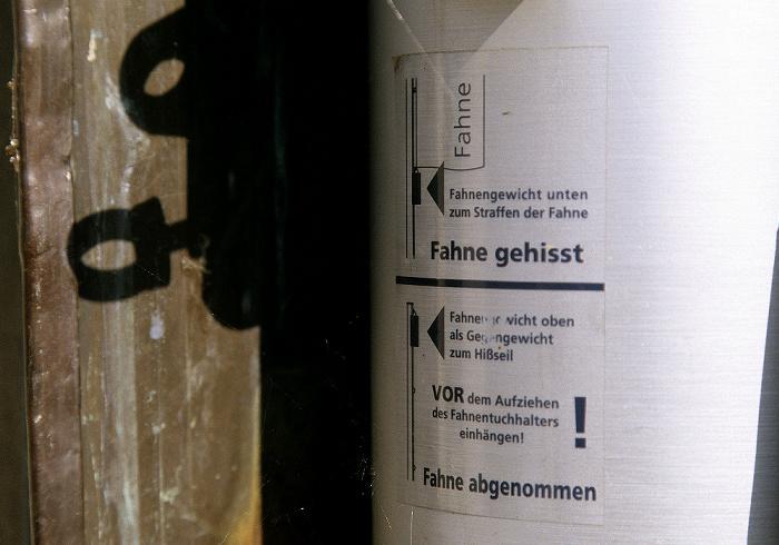 Eichstätt Willibaldsburg: Anleitung zum Hissen und Einholen der Fahne