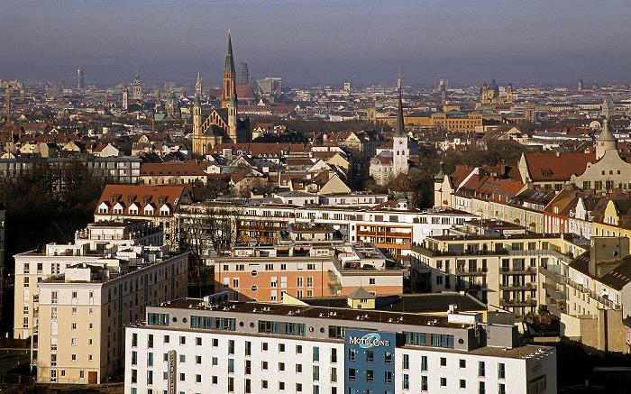 München Blick vom Technischen Rathaus: Haidhausen St. Johann Baptist Technisches Rathaus Theatinerkirche