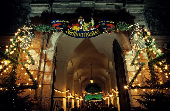 München Residenz: Eingang zum Weihnachtsdorf