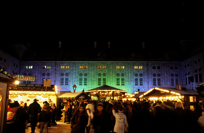 München Residenz: Weihnachtsdorf im Kaiserhof