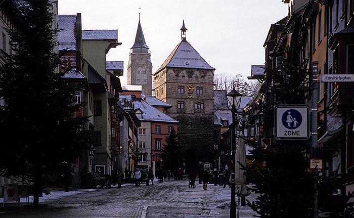 Rottweil Altstadt: Fußgängerzone Hauptstraße mit Schwarzem Tor Hochturm Schwarzes Tor