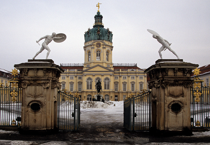 Berlin Schloss Charlottenburg mit Südportal Reiterstandbild von Friedrich Wilhelm I.