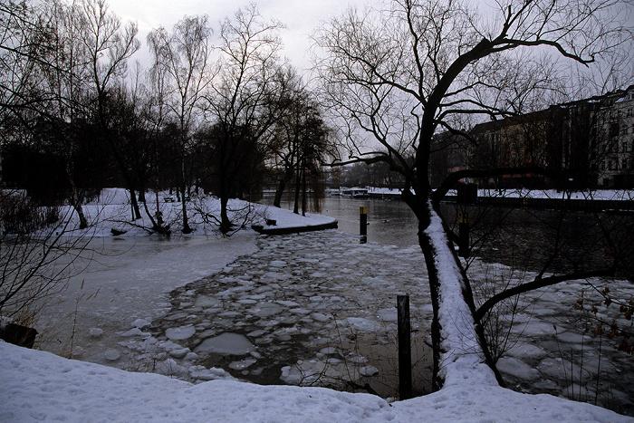 Berlin Charlottenburg: Spree mit Eisschollen