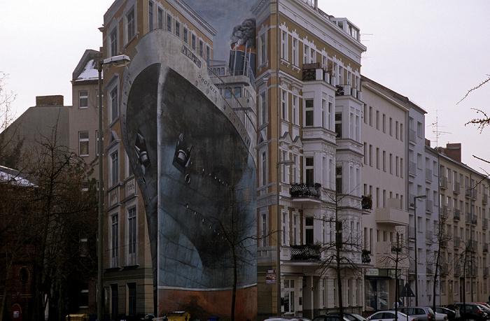 Berlin Charlottenburg: Wintersteinstraße 20 mit Fassadengemälde Phoenix (1989, Gert Neuhaus)
