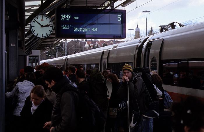 Rottweil Bahnhof Gleis 5, 14:52 Uhr: ICE 186 über Horb nach Stuttgart
