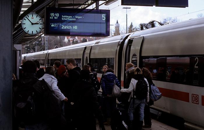 Rottweil Bahnhof Gleis 5, 14:53 Uhr: ICE 187 über Tuttlingen, Singen und Schaffhausen nach Zürich