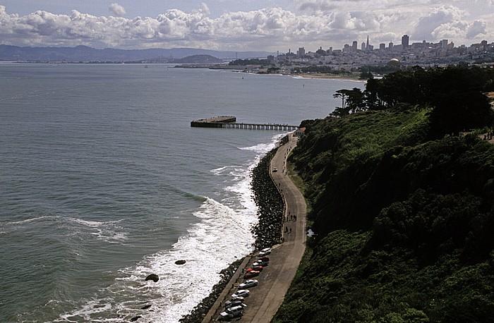 San Francisco Blick von der Golden Gate Bridge Financial District San Francisco Bay San Francisco-Oakland Bay Bridge Transamerica Pyramid