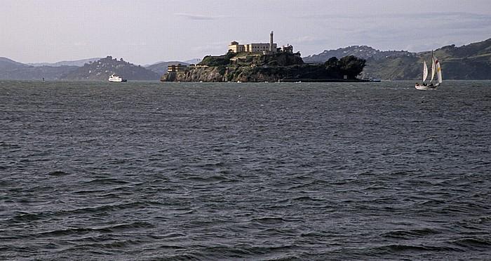 Blick von der Pier 39: San Francisco Bay mit Alcatraz Island