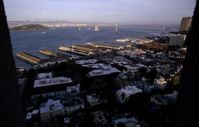 Blick vom Coit Tower: San Francisco Bay mit Yerba Buena Island und Bay Bridge San Francisco-Oakland Bay Bridge