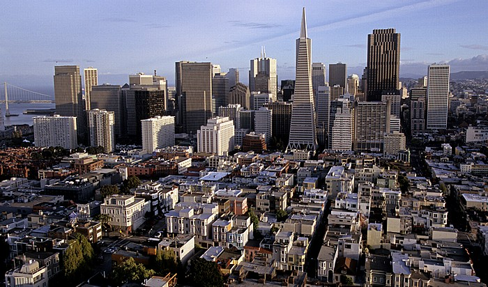 San Francisco Blick vom Coit Tower: Financial District 345 California Center 555 California Street Ferry Building San Francisco-Oakland Bay Bridge Transamerica Pyramid