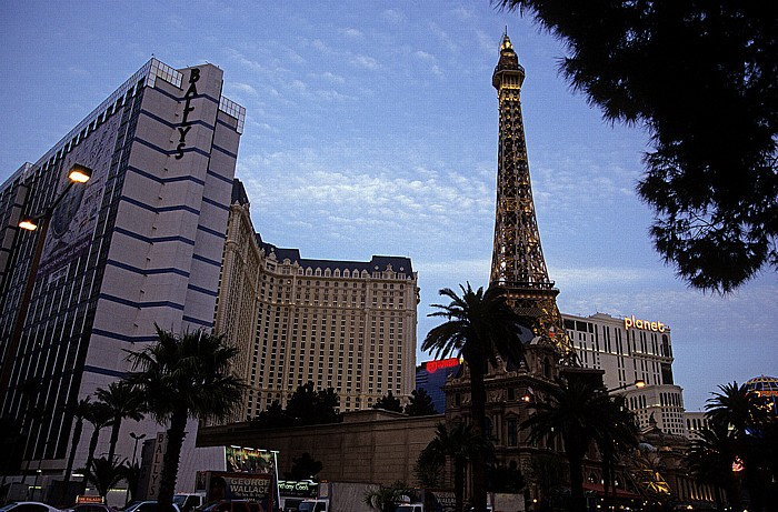 Las Vegas Strip (v.r.): Paris Las Vegas zwischen Bally's Las Vegas (links) und Planet Hollywood Resort and Casino