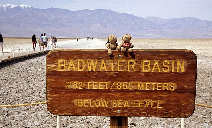 Death Valley National Park Death Valley (Mojave Desert): Badwater: Teddy und Teddine Panamint Range