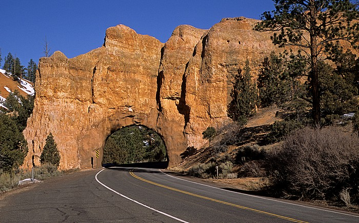 Red Canyon: Utah State Route 12 durch den Red Rock Arch Dixie National Forest